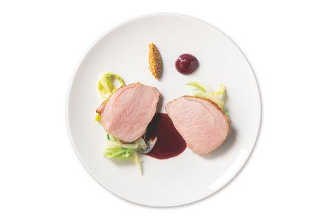 ブルールーム「雪国放牧豚のロティ 白菜、発酵マスタードシード、金柑」