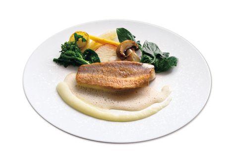 シェフズ・シアター「リースリングのソースで食べるほうぼうのポワレに季節の野菜を添えた魚料理」