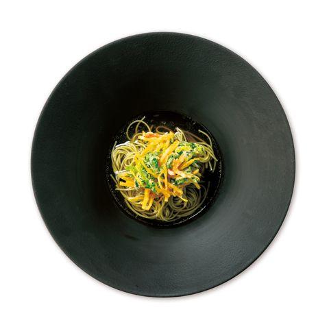 moss cross tokyo「滋養麺 自社農園cross farm野菜と黄色人参のかき揚げ」
