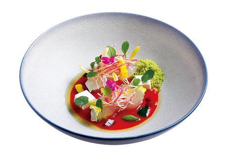 singular 眞蔵 新鮮な魚に濃厚なアボカドなどを使った前菜