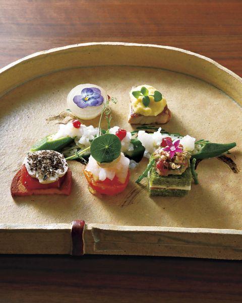 新門前 米村 鱧の洗いなど6種が盛られた前菜