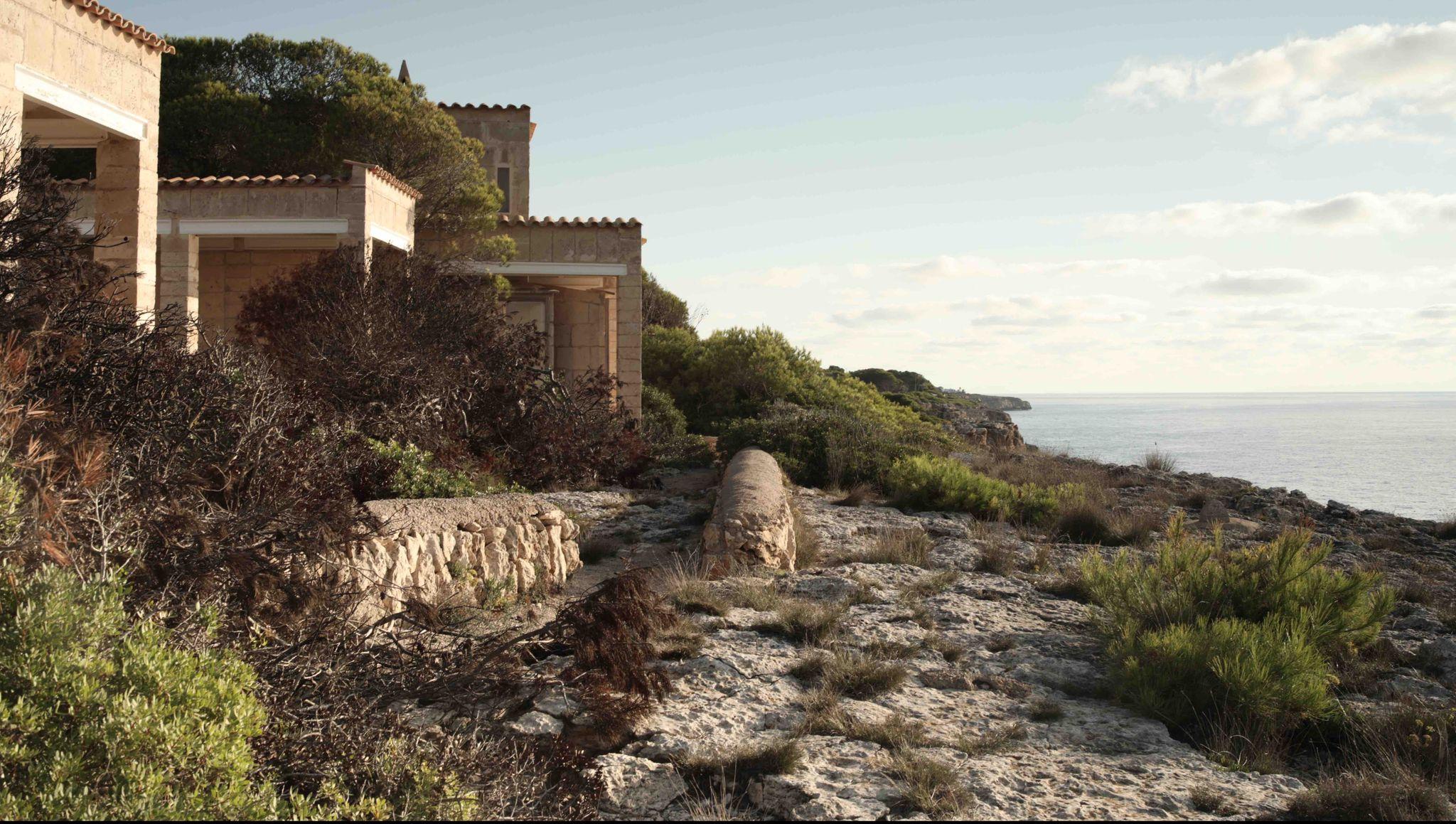 L'architetto fuggito dal nord che ha trovato rifugio in una casa fatta di sabbia e di mare