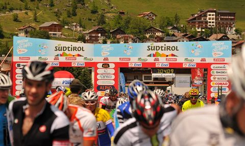 Cycle sport, Road bicycle racing, Cycling, Vehicle, Cyclo-cross, Recreation, Bicycle, Bicycle racing, Helmet, Tourism,