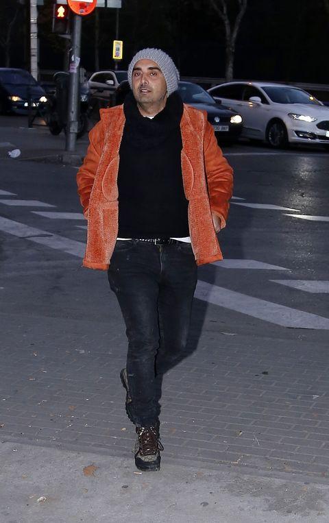 fidel albiac paseando por madrid