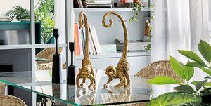 Figuras de monos dorados