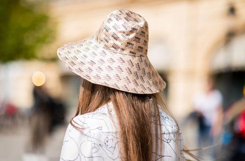 漁夫帽的質感變化型!最修飾臉型的20款「精品漁夫帽」推薦 day 1   street style   stockholm runway ss19