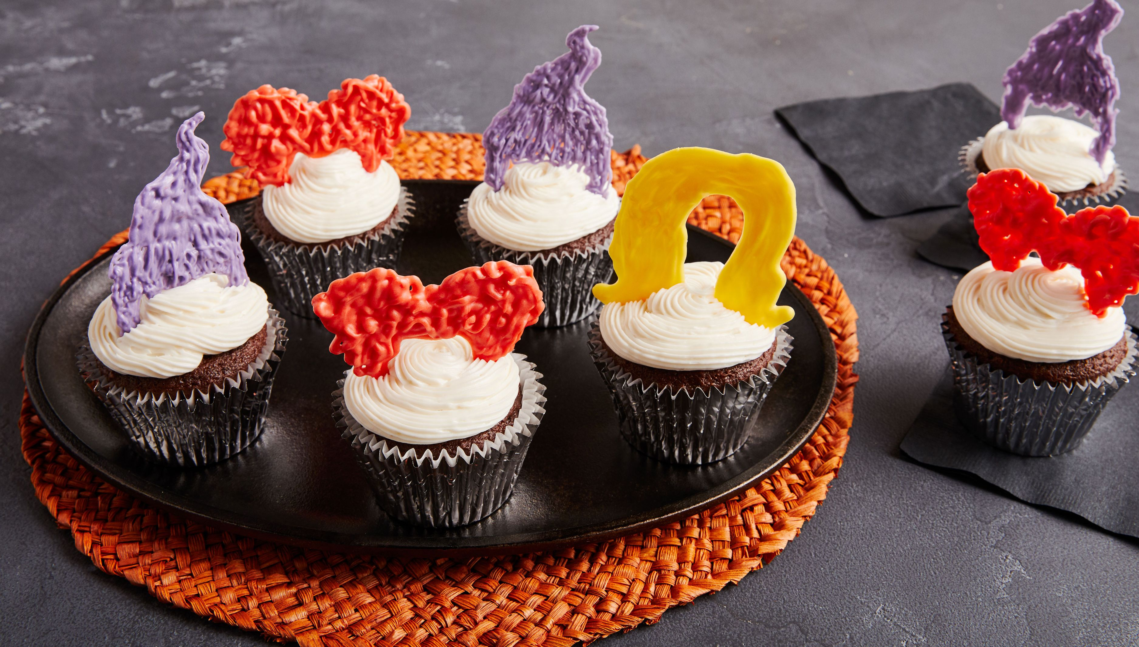 These Sanderson Sister 'Hocus Pocus' Cupcakes Are The Cutest Halloween Treat