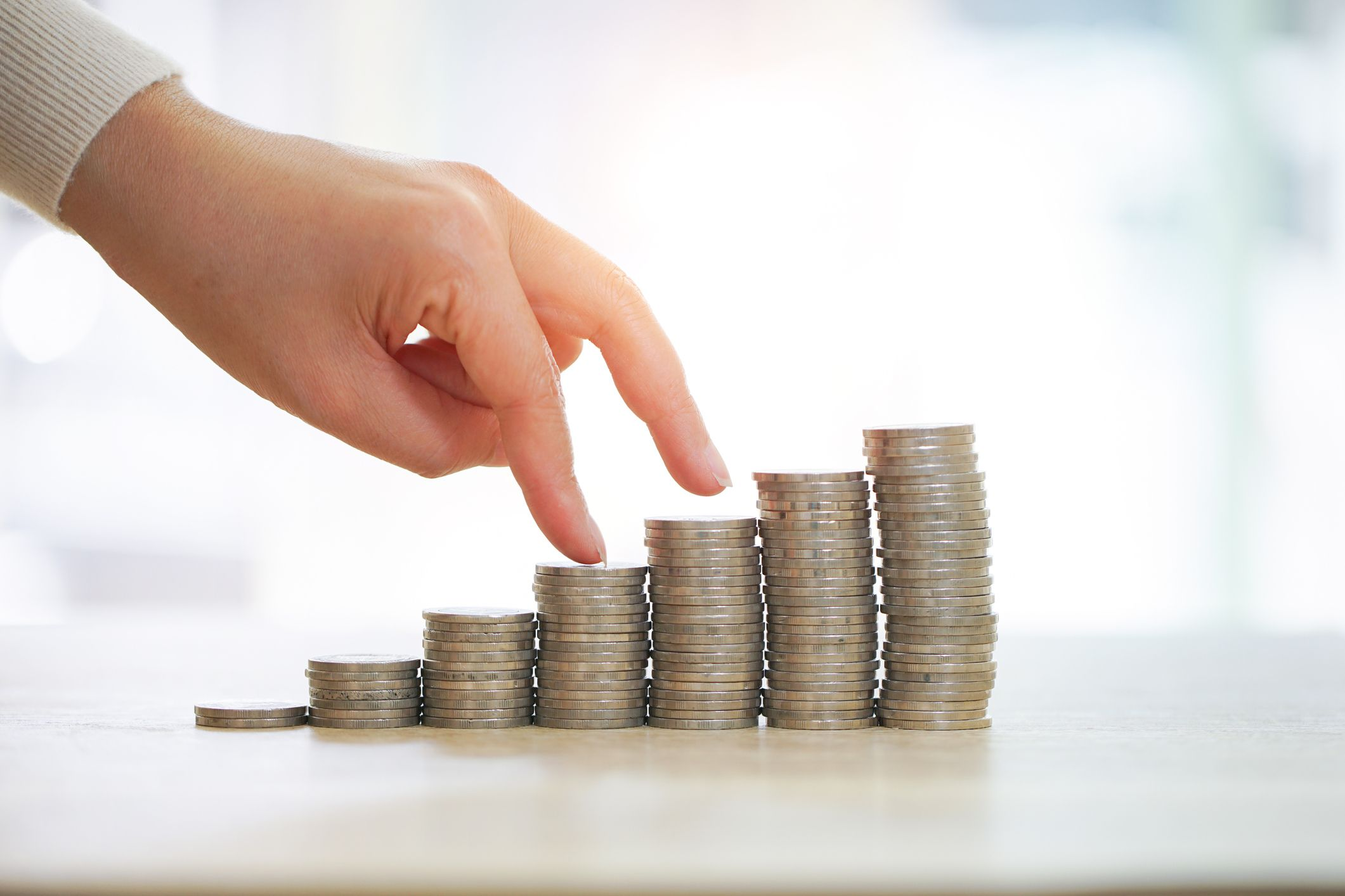 4 ways to manage your finances better