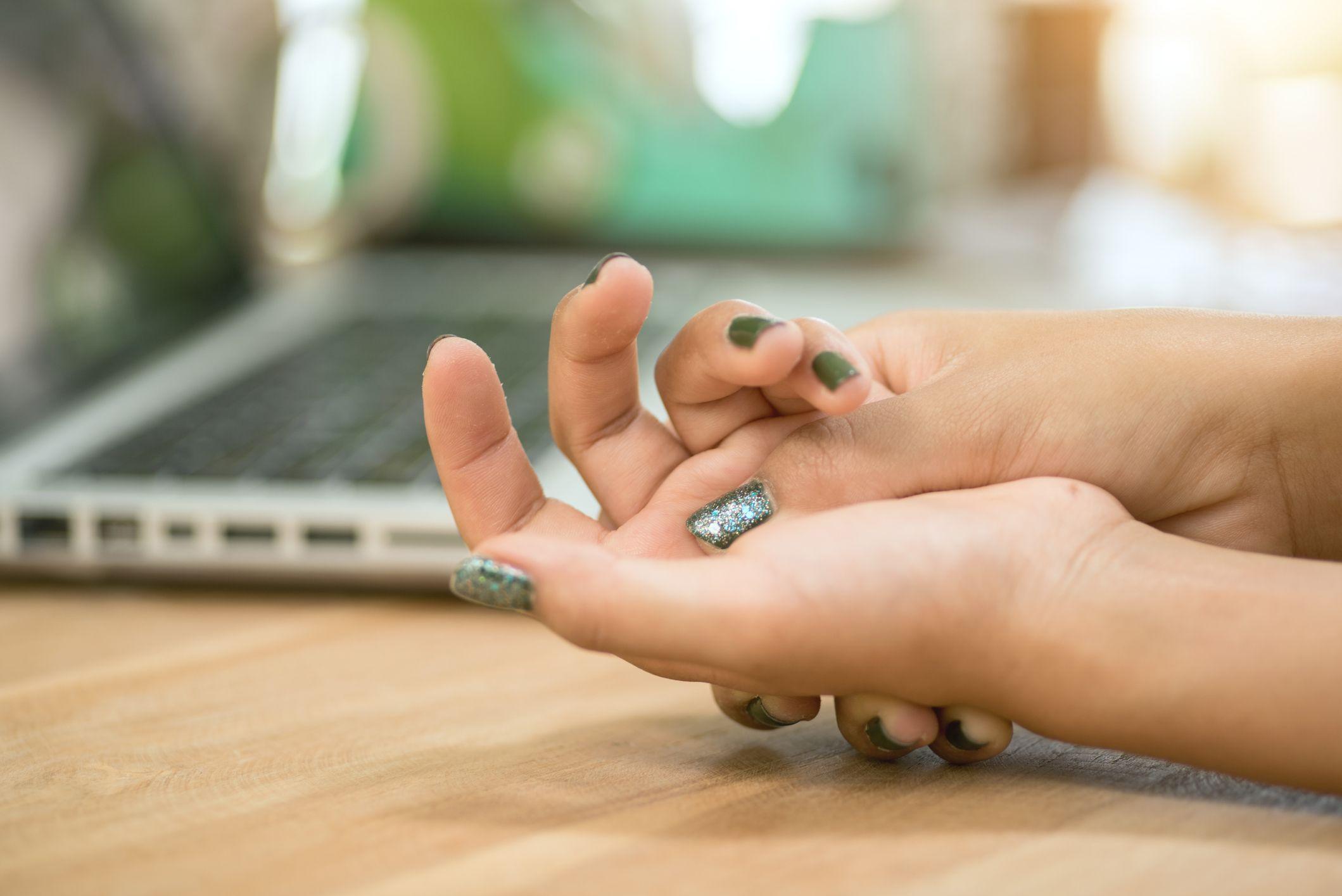 Finger numbness: 6 causes of tingling finger tips