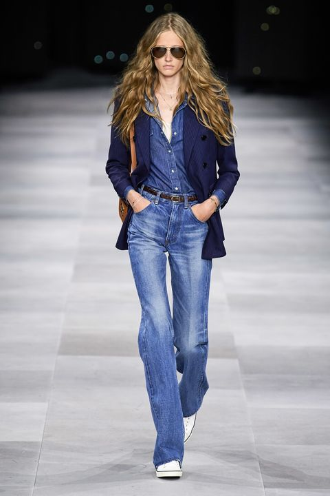Fashion model, Fashion show, Clothing, Fashion, Jeans, Runway, Denim, Waist, Electric blue, Human,