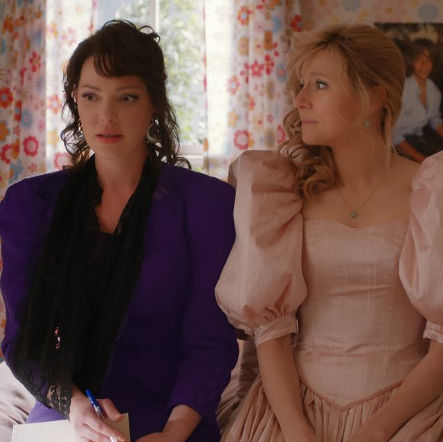 firefly lane l to r katherine heigl as tully and sarah chalke as kate in episode 108 of  firefly lane cr courtesy of netflix © 2020