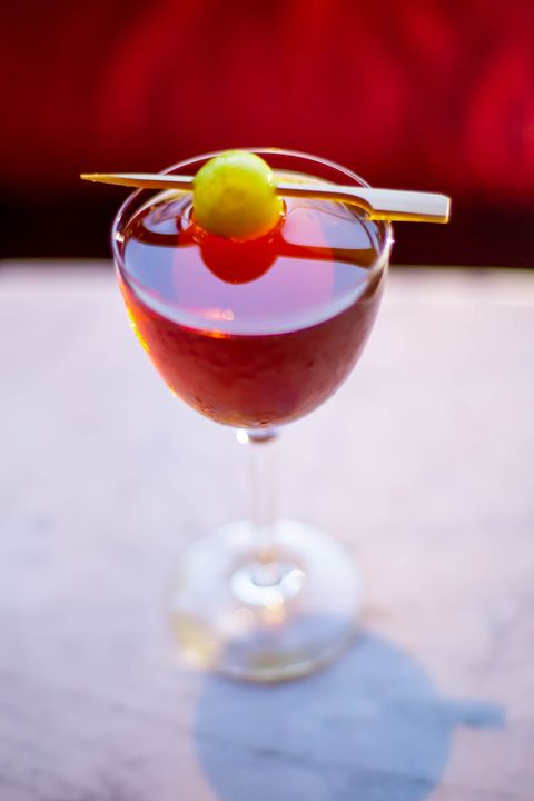 Drink, Classic cocktail, Cocktail garnish, Tinto de verano, Cocktail, Alcoholic beverage, Non-alcoholic beverage, Wine cocktail, Sea breeze, Cranberry juice,