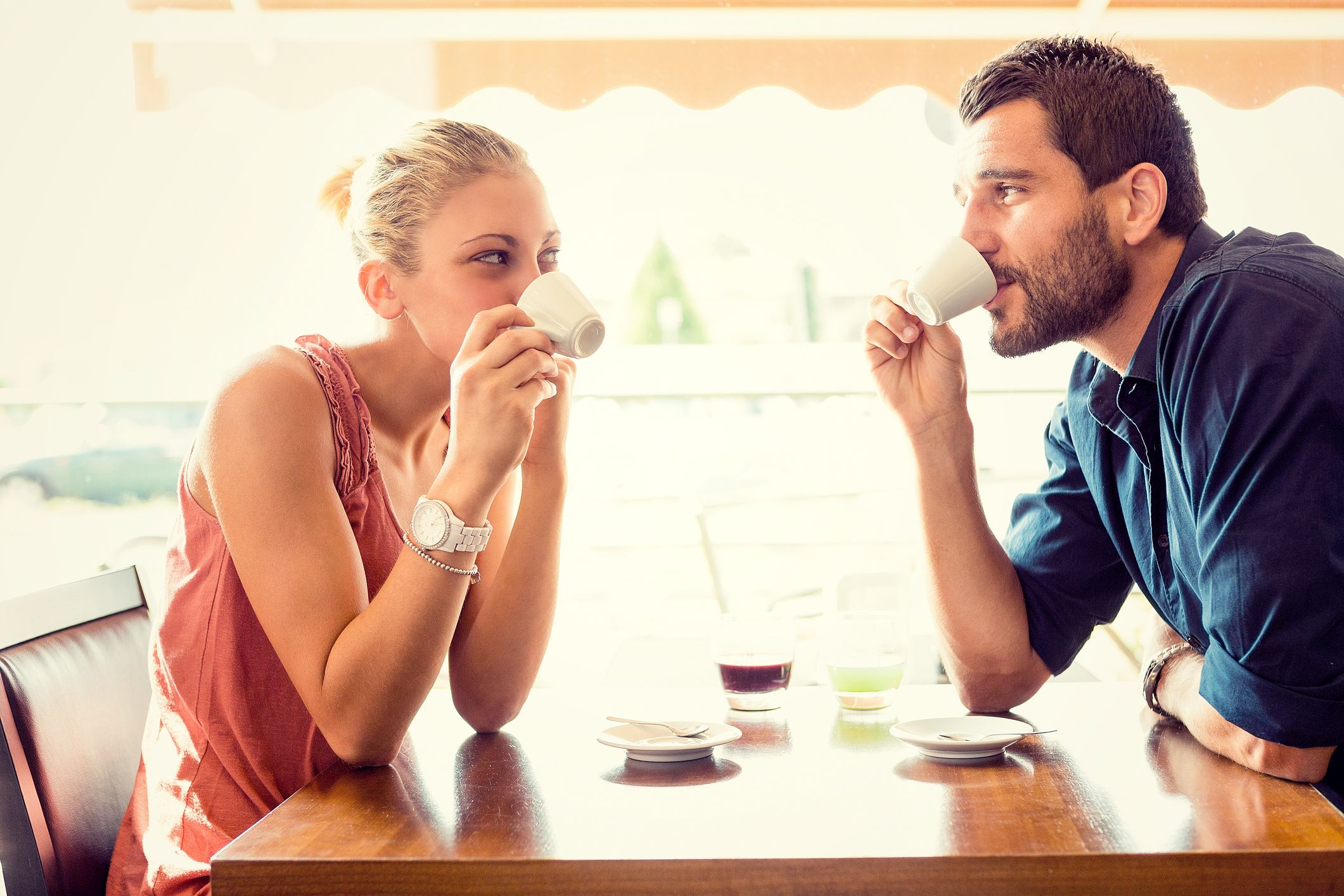 Best Questions to Ask on a Date - Good Conversation Starters