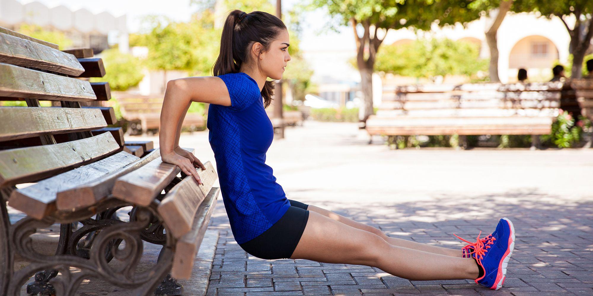 Bench workout: gli esercizi sulla panchina preferiti dalle guru del fitness