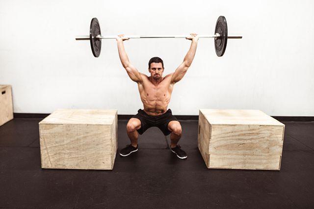 ejercicio con barra para piernas