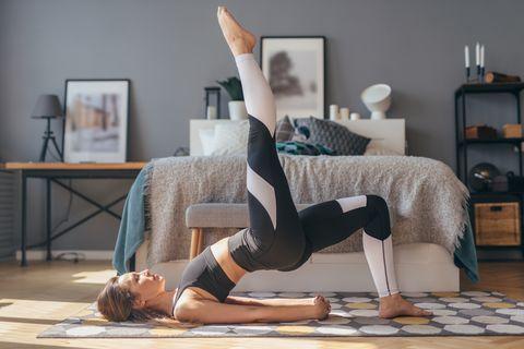 在家運動每天10分鐘!懶人版「14天打卡運動計畫」狂瘦小腹、大腿及手臂