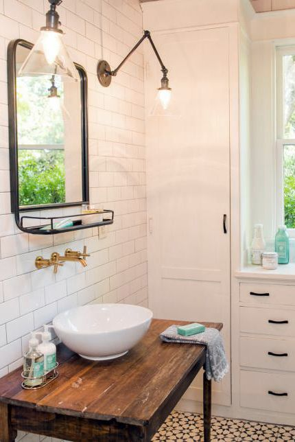 20 dreamy 39 fixer upper 39 bathrooms best joanna gaines - Fixer upper long narrow bathroom ...