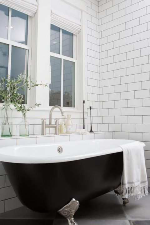 Bathroom, Bathtub, Tile, Black, Tap, Room, Property, Product, Plumbing fixture, Wall,