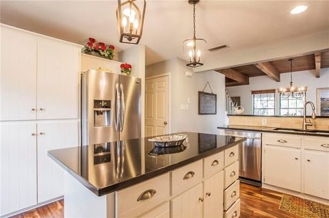 Fixer Upper Season 1 Farmhouse For Sale Joanna Gaines Designed