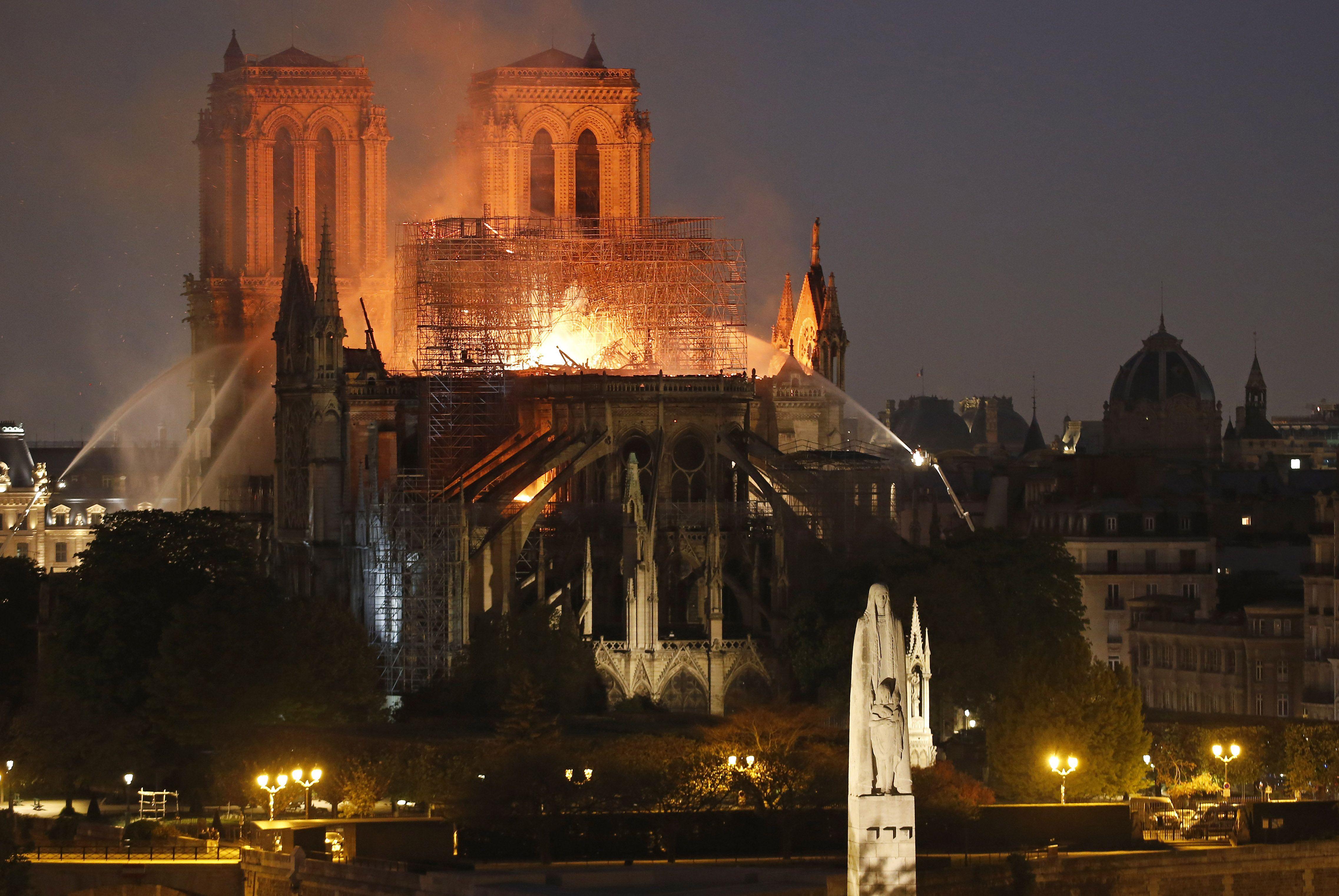 Notre Dame. ¿Por qué arde la piedra?