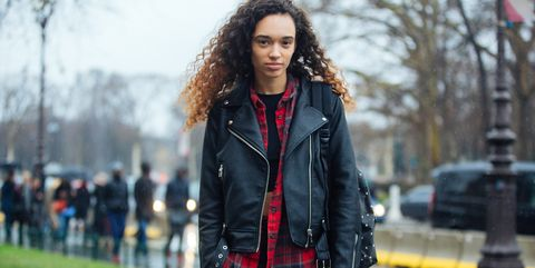 b27588508 7 Cute Flannel Outfits for Women - How to Wear A Flannel Shirt This Fall