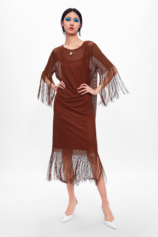 2a64e7331a Vestidos de flecos de Zara y Sfera perfectos para ir a la playa