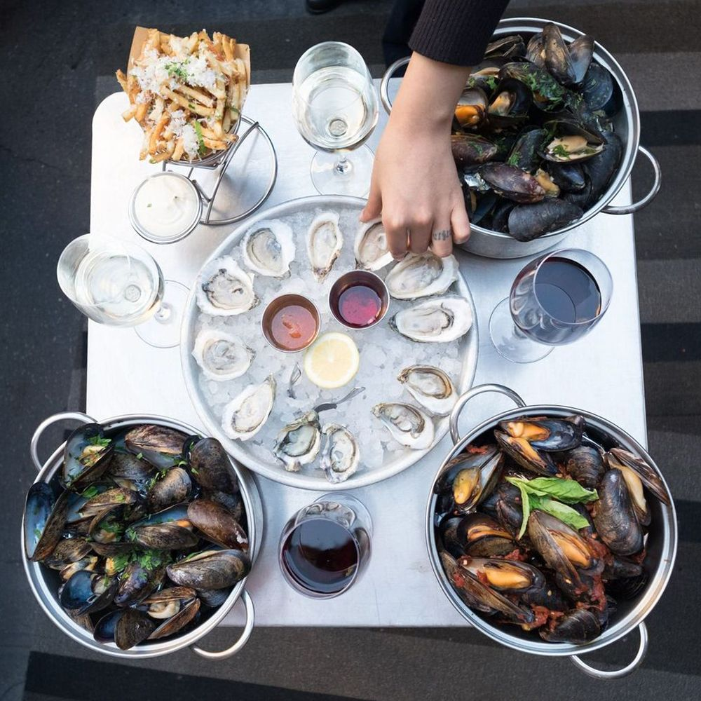 Flex Mussels oyster happy hour