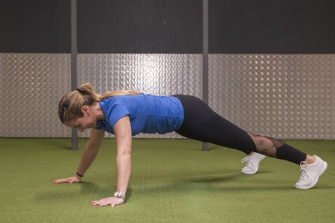 Shoulder, Press up, Arm, Joint, Plank, Physical fitness, Strength training, Knee, Leg, Chest,