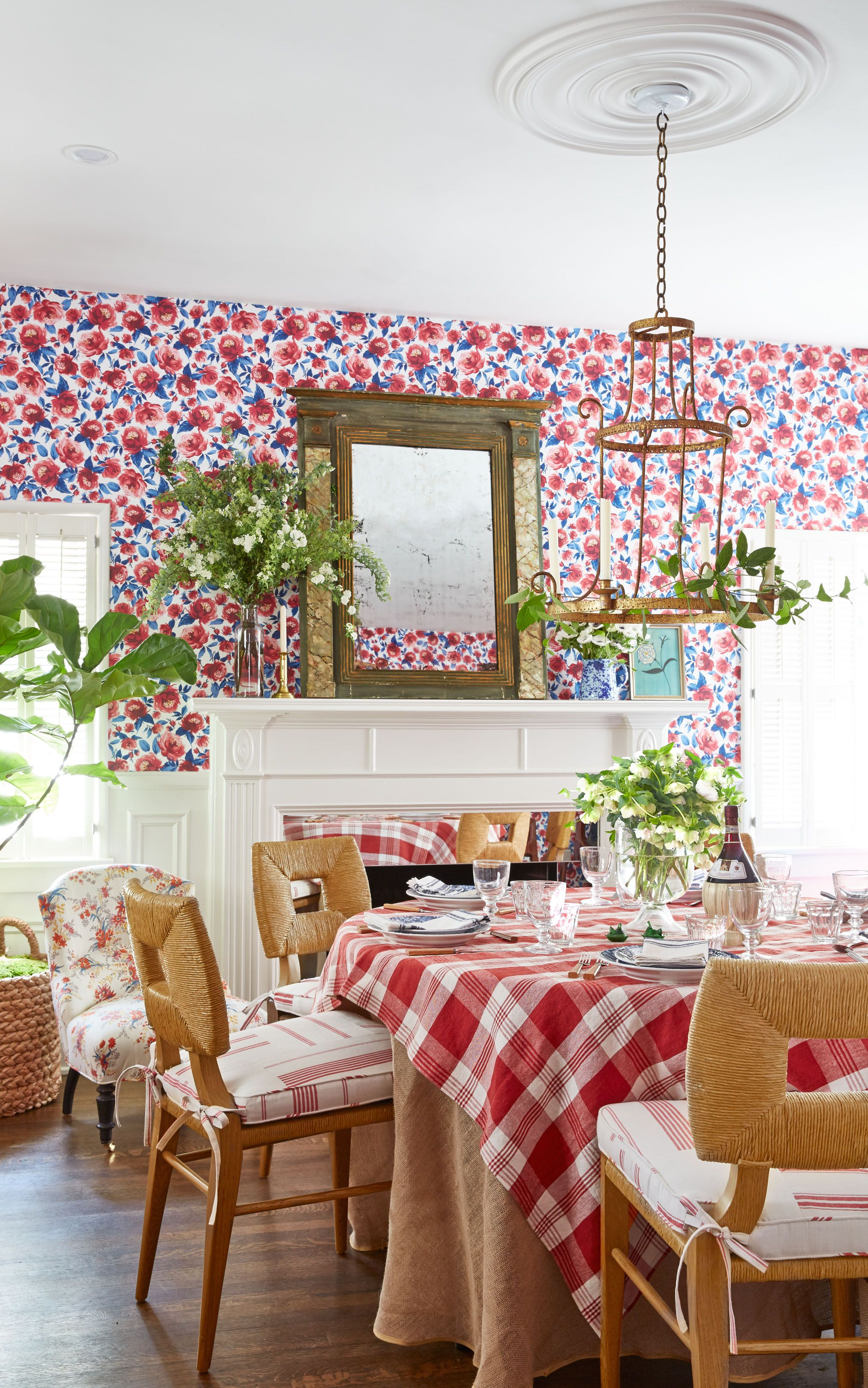 15 Charming Wainscoting Ideas, Dining Room Wallpaper Wainscoting