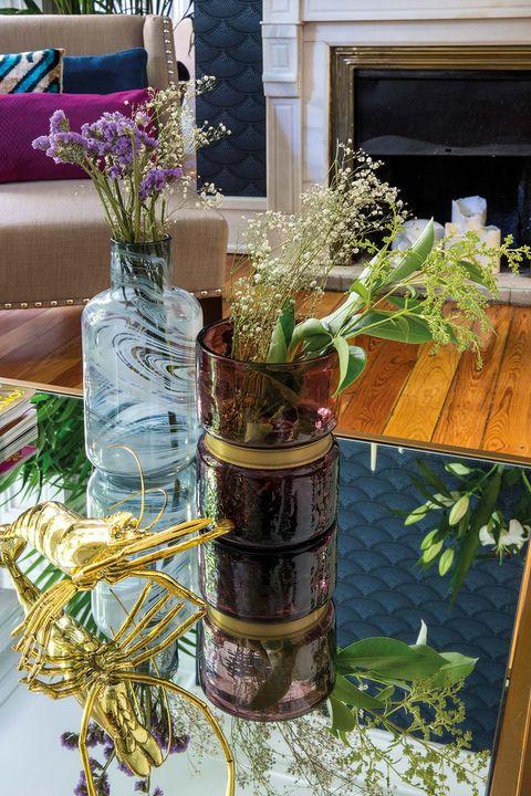 Decorar mesa de centro: Jarrones de cristal