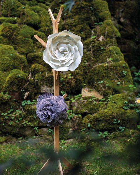 Flores de papel o tela en gran formato