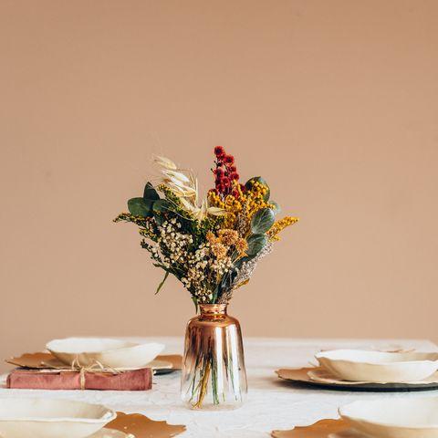 ¿Decorar con flores preservadas, naturales o secas?
