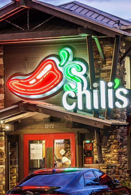 florida, orlando, chili's grill and bar restaurant entrance