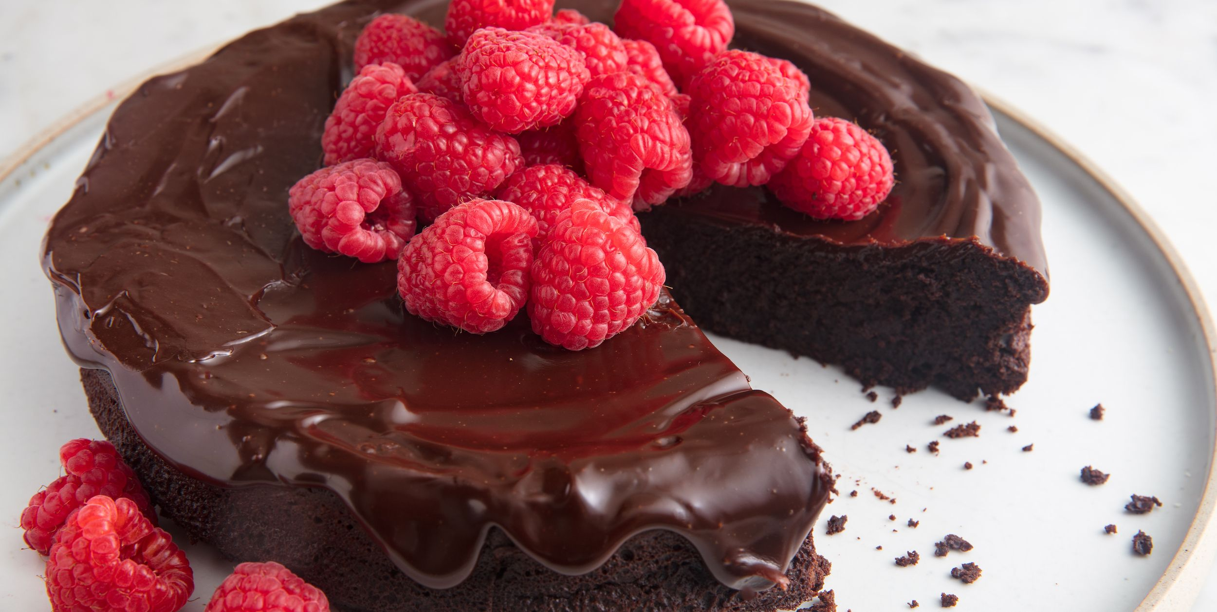 45 Cakes And Cupcakes You'll Want To Be Your Valentine This Year