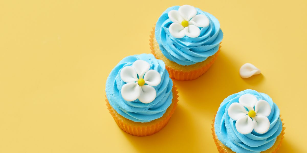 These Easy Flower Cupcakes Should Be Your Spring Centerpiece