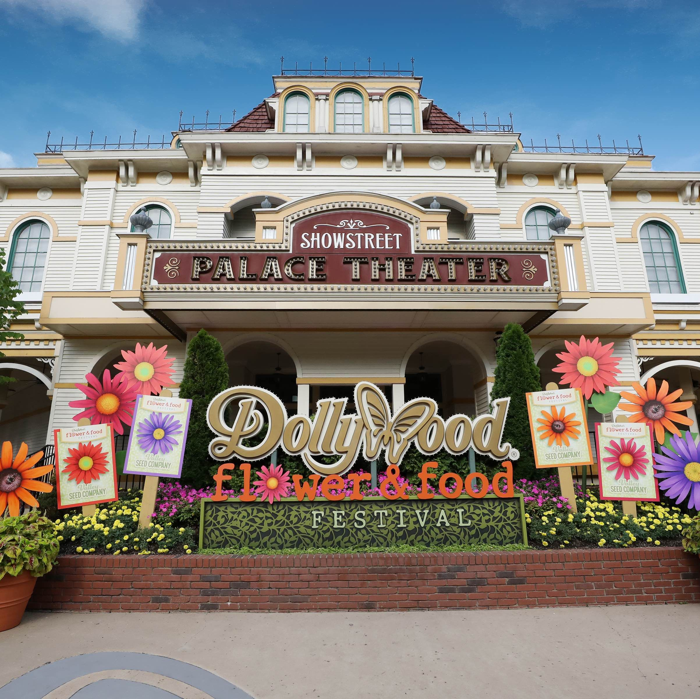 This Flower & Food Festival at Dollywood Features More than 500,000 Flowers