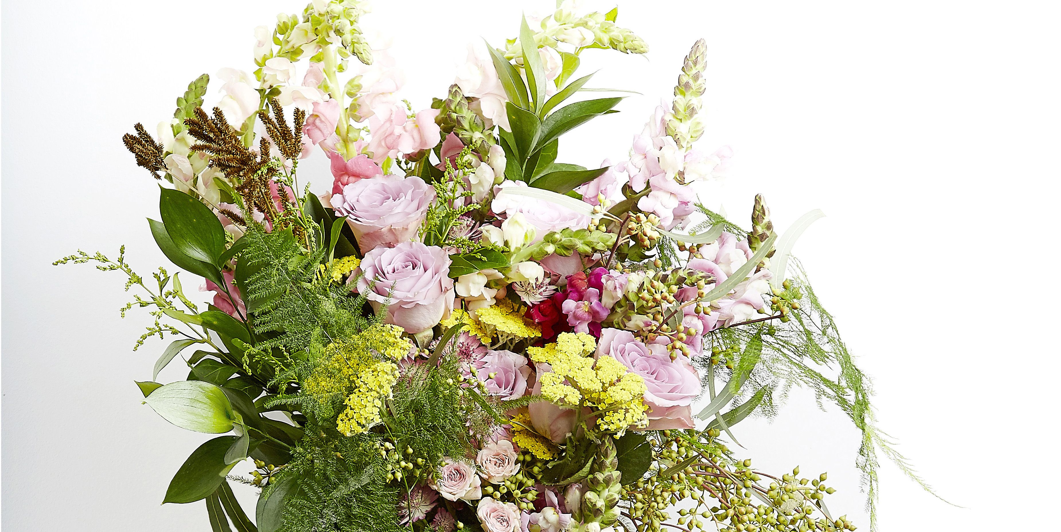 Hayfever-friendly flower bouquet - Grace & Thorn - Funnyhowflowersdothat.co.uk - Flower Council of Holland