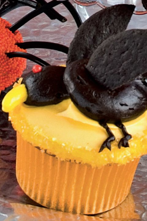 flying crow cupcake