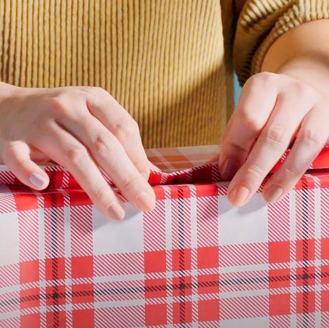 połącz końce papieru do pakowania