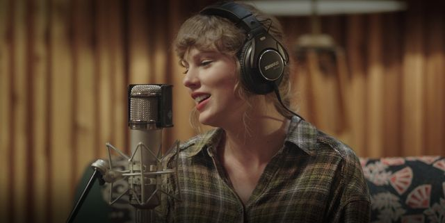 """taylor swift in """"folklore the long pond studio sessions"""""""