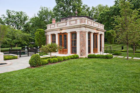Fancy, upscale pool house - Million-Dollar Garden Folly in Nashville
