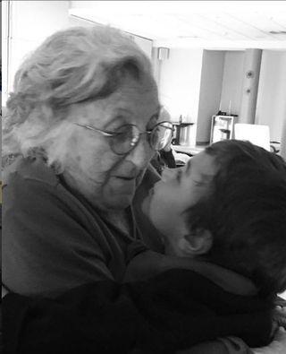 Fonsi Nieto y su abuela