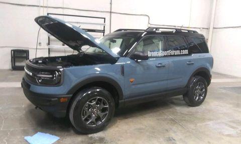 Land vehicle, Vehicle, Car, Tire, Automotive tire, Motor vehicle, Alloy wheel, Sport utility vehicle, Bumper, Wheel,