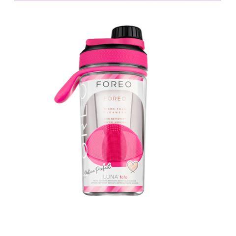 Set Foreo Luna fofo + Micro-Foam Cleanser en botella de gimnasio.