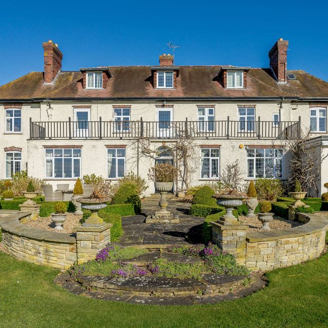former 1920s hunting lodge for sale in leicestershire