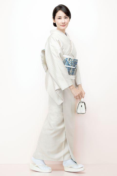 吉田羊さん ロートン織の白の着物