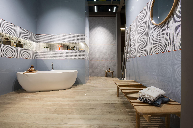 Rivestimenti effetto legno tendenze per il bagno