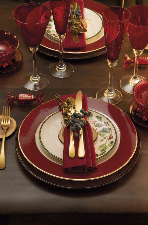Red, Stemware, Wine glass, Table, Tableware, Dish, Food, Champagne stemware, À la carte food, Drinkware,