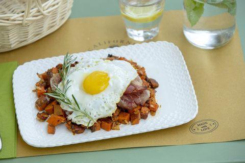 La ricetta più cool del mondo è finalmente qui, e l'ovetto con patate dolci e bacon vi farà innamorare