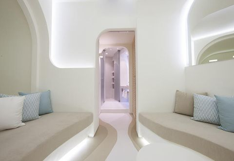 Interior design, Room, Property, Architecture, Wall, Ceiling, Comfort, Real estate, Fixture, Pillow,
